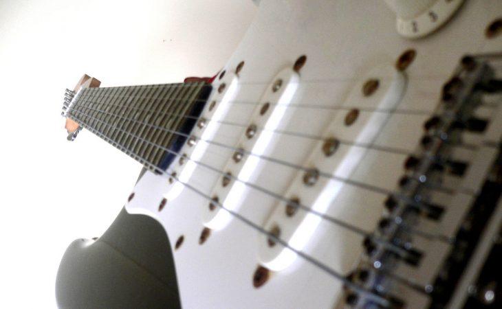 Hur gör man för att börja spela ett musikinstrument och vilka fördelar finns det? Image