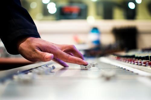 Mixa musik – lyssna i olika typer av enheter Image